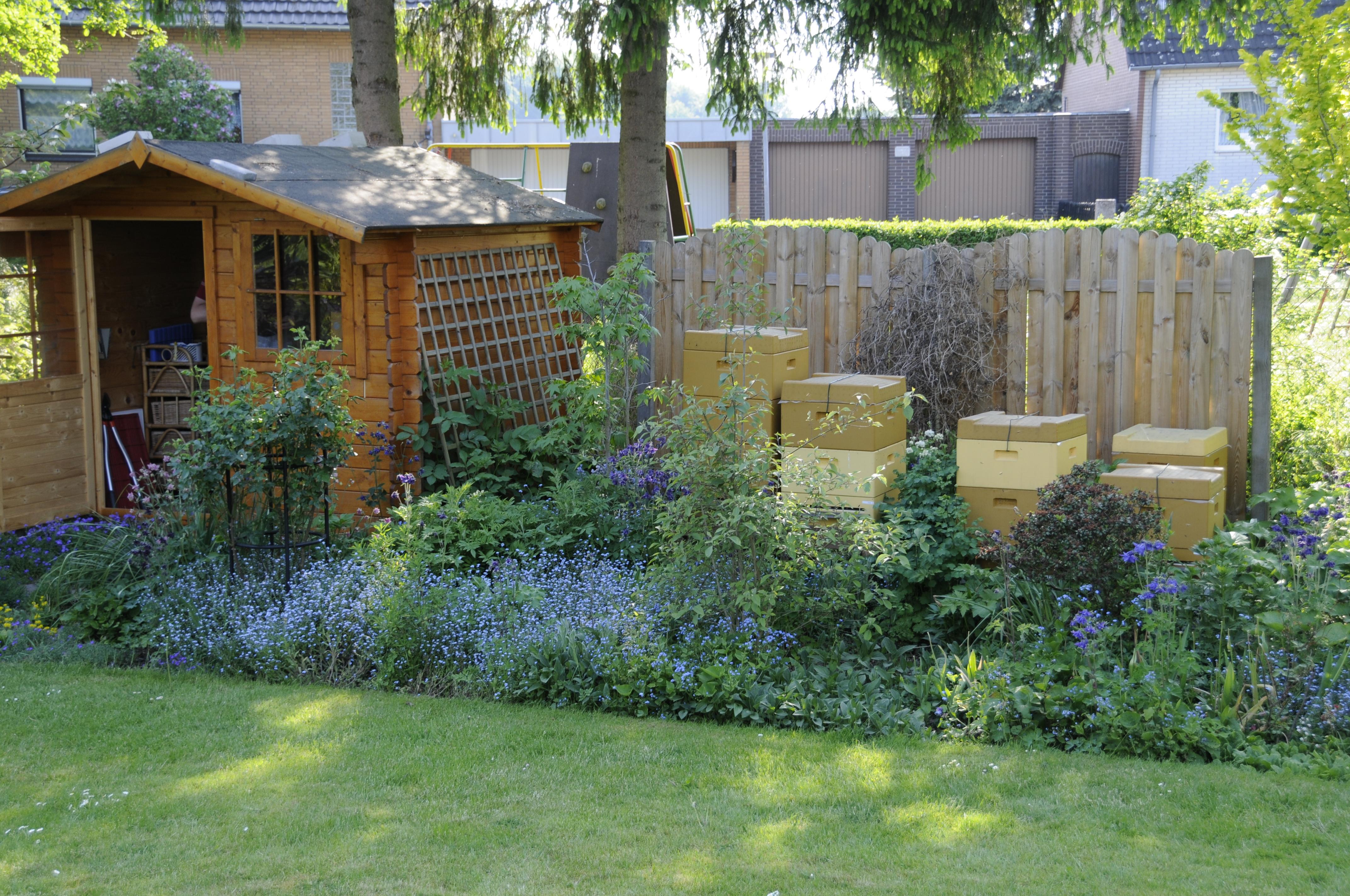 Der Bienenstand im Garten